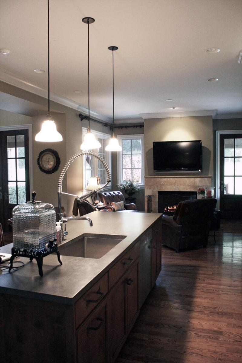 Kitchen breakfast room with custom coordinated color palate and painted professionally by Faux Decor