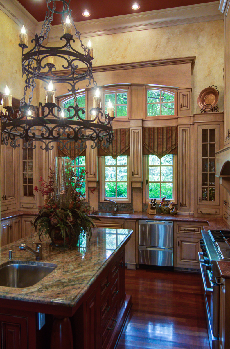 Tuscan plaster walls and sculpted plaster.