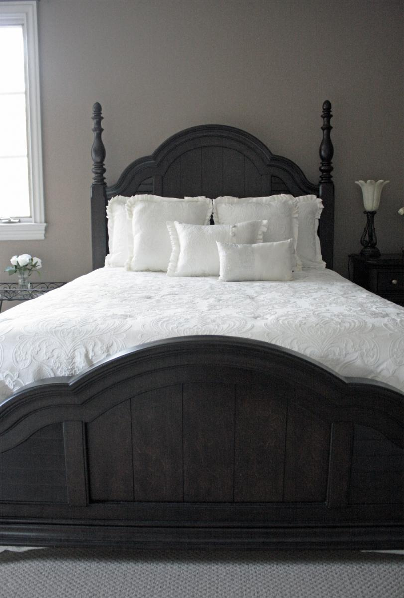 Beautiful custom colored walls in this Brentwood customer's guest bedroom