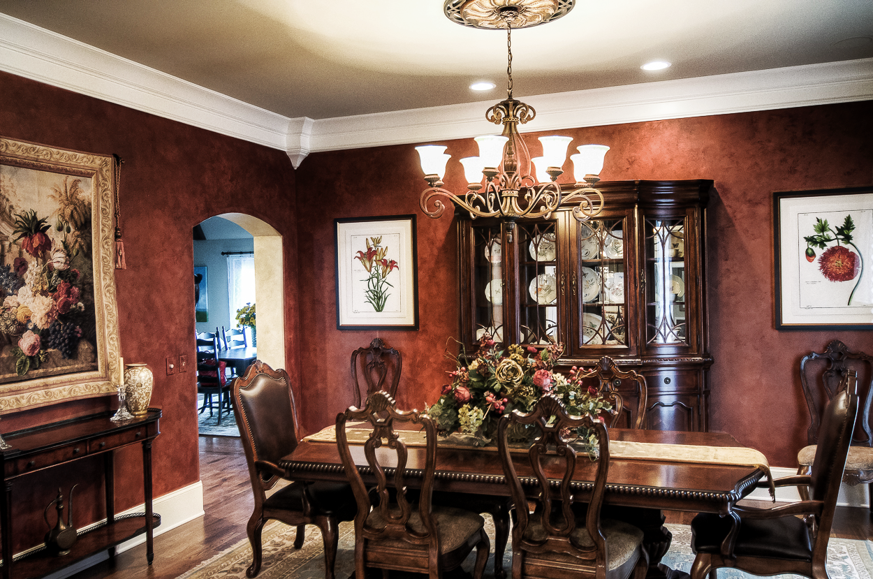 Custom colored and toned Lusterstone walls in this client's Franklin, TN dining room.