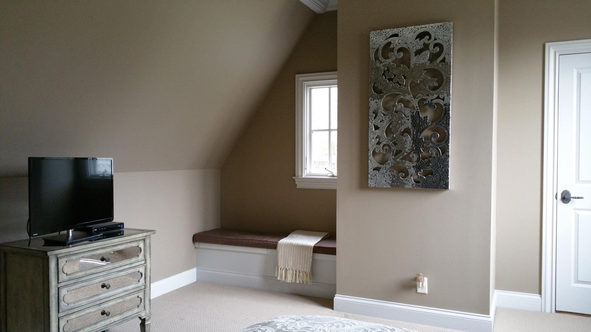 Beautiful custom colored walls in this inviting and soothing look of this Brentwood customer's guest bedroom.