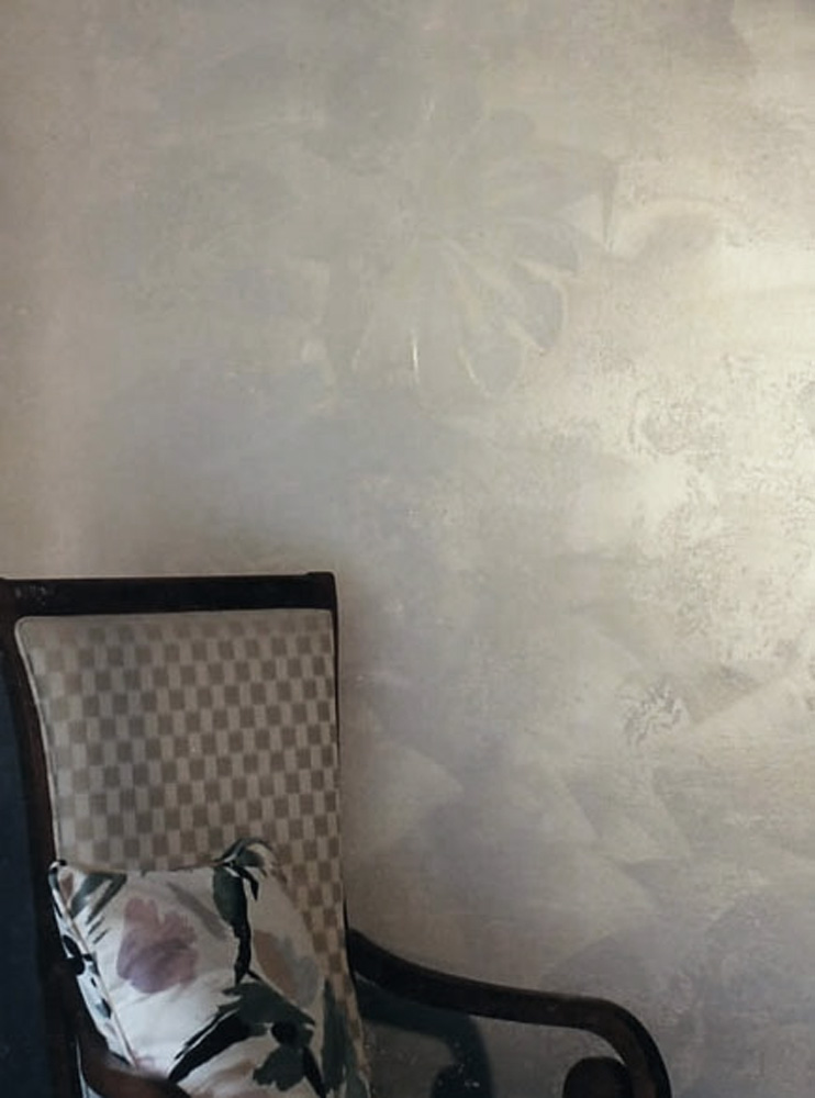 Pearlized plaster wall fan design.